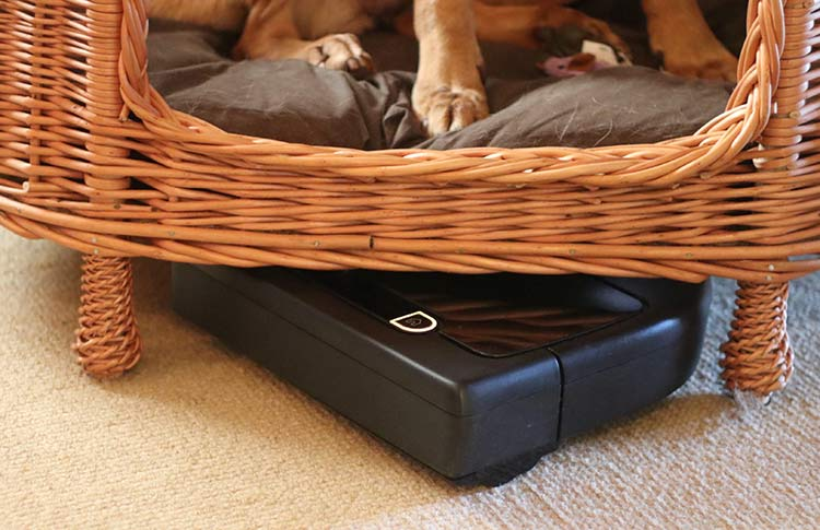 the neato robot vacuum cleaner fits under furntiture